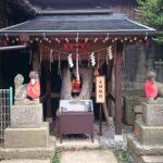 【鎌ヶ谷】鳥居の目の前に踏切!! 変った参道の右京塚神社にある「ご珍木」