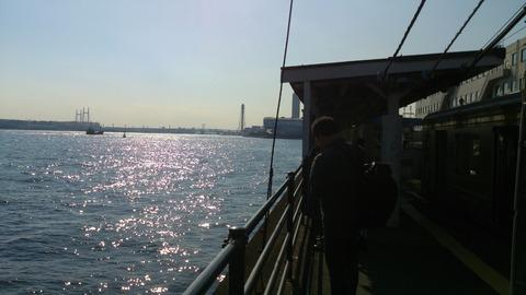 海の上に浮かぶ孤高の駅/横浜 鶴見線「海芝浦駅」