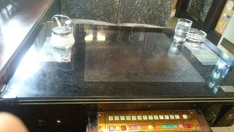 テーブル筐体のある喫茶店のモーニング「カフェテラスウィーン」