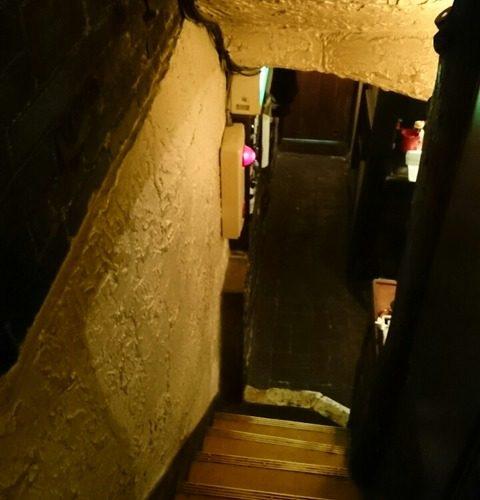 1951年創業 著名人が愛した 新宿の居酒屋「どん底」