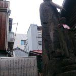 住宅街に突如現れる巨大地蔵/「台東区橋場お化け地蔵」