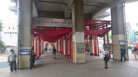 松戸/謎の赤い巨大鳥居 /新松戸駅前「明かりのBOX」