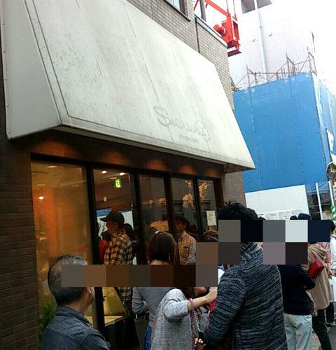 【中央区】噂の行列店 人形町のシュークリーのシュークリーム