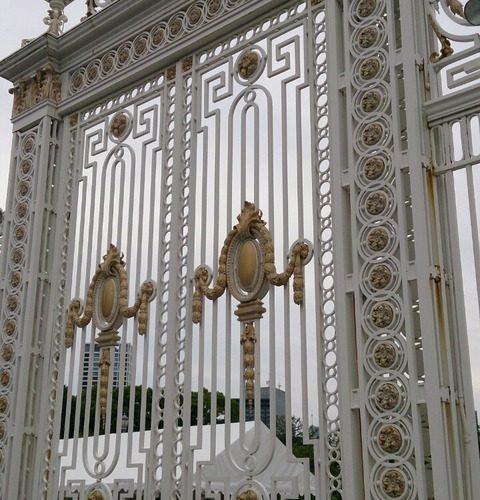 【港区】迎賓館赤坂離宮の前庭…