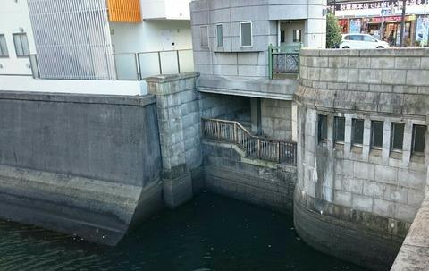 【台東区】万世橋のトマソン…地下の隠しダンジョンへ続く階段