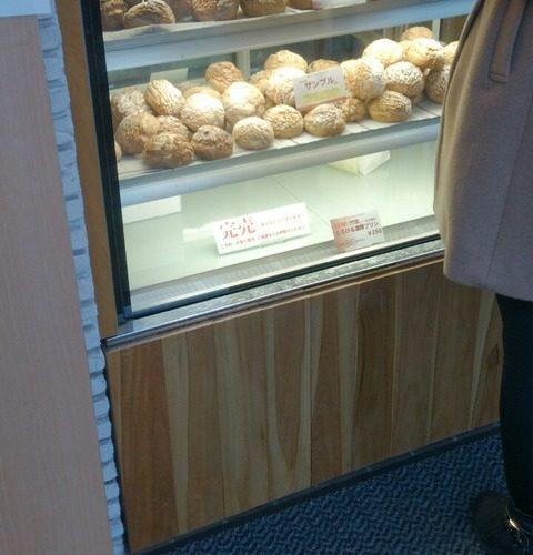 【中央区】噂の行列店 CELI SWEETS FACTORY (セリスイーツファクトリー)のシュークリーム